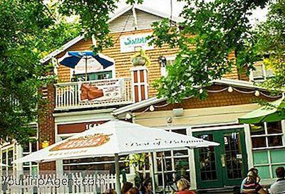 L Intérieur Des Marais Avec Aimable Autorisation Du Restaurant The Swamp